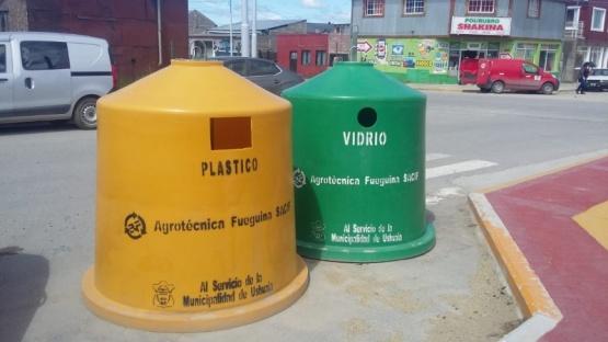 Los contenedores de Ushuaia, para plástico y vidrio.