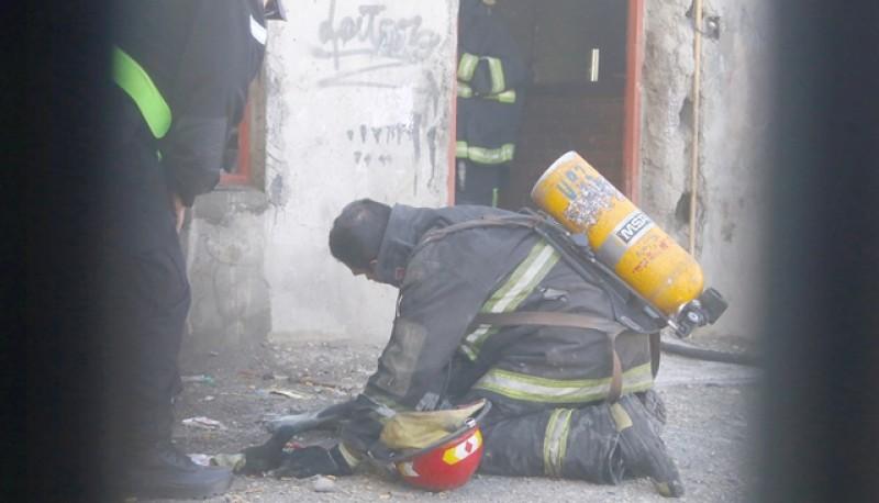 Luego que los bomberos sofocaran el siniestro, se procedió al enfriamiento de la casa y se realizaron las pericias del caso. (Foto: C.G.)