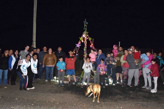 El Municipio participó en el encendido de árboles navideños barriales
