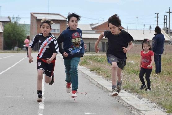 Los chicos realizaron atletismo