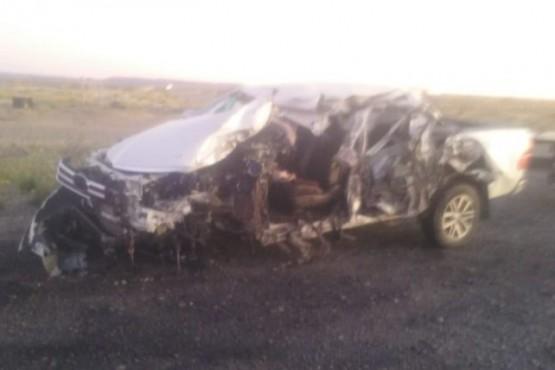 Conductor en grave estado tras choque frontal entre colectivo y camioneta