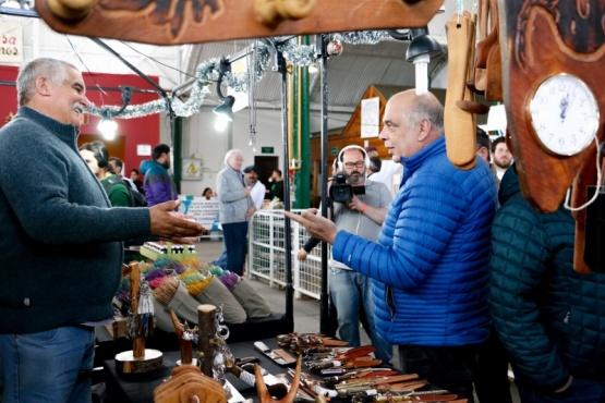 Feria productiva de artesanos y manualeros