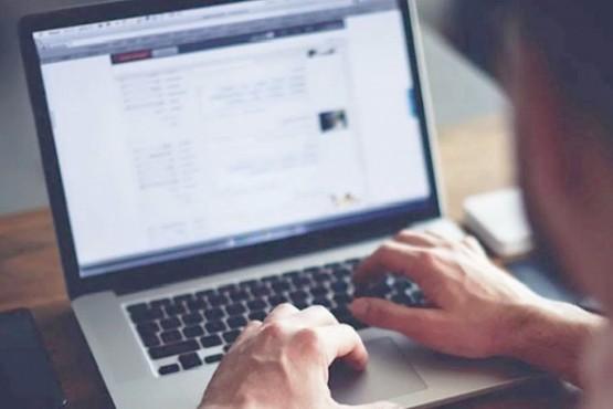 Alertan sobre nuevas estafas con falsas ofertas de trabajo a través de internet