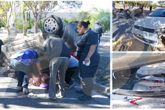 Dos lesionados en choque seguido de vuelco