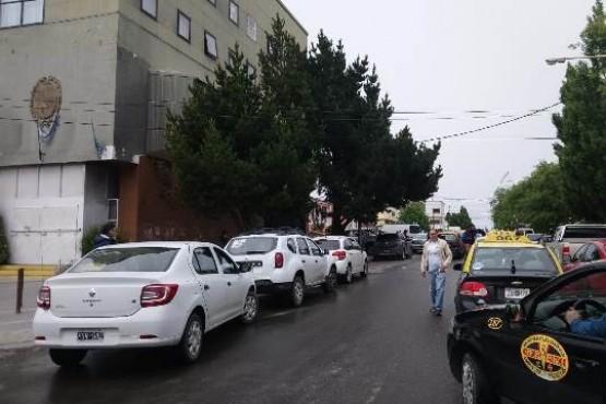 Taxistas y remiseros reclaman contra UBER