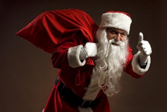 Papá Noel se prepara para repartir golosinas en diferentes barrios de Comodoro
