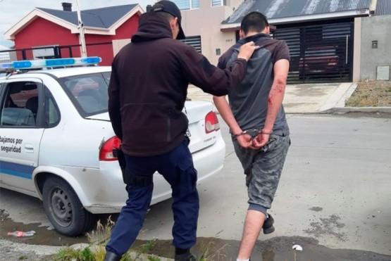 Momento en que uno de los sospechosos fue detenido.