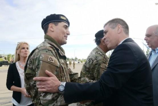 El vicegobernador González le dio la bienvenida al Coronel Lluch y despidió al general Ros.