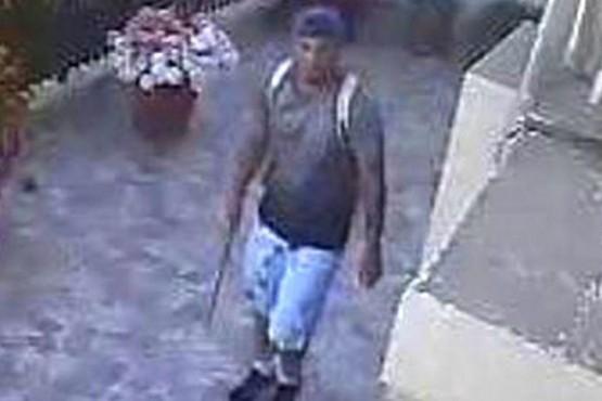 Buscan un ladrón que se burla de las cámaras de vigilancia