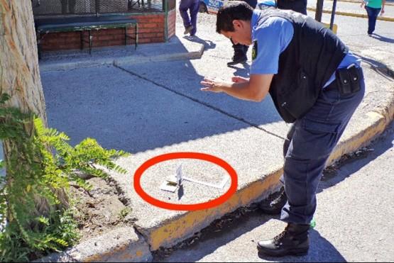 Acribillaron de tres balazos a un joven en la calle