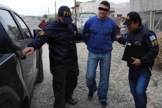 Presunto líder narco pagará $100 mil por su libertad tras ser acusado de amenazar a un testigo