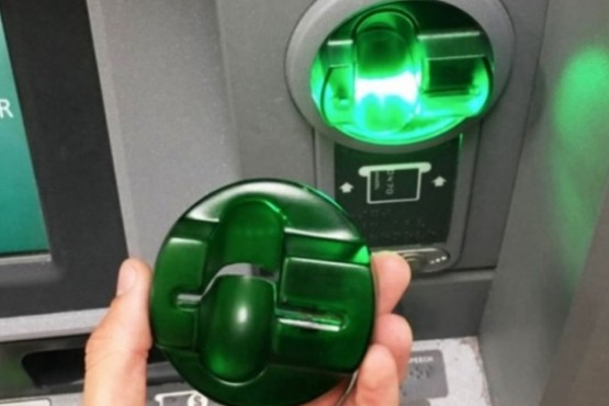 Intentaron clonar tarjetas en cajeros automáticos