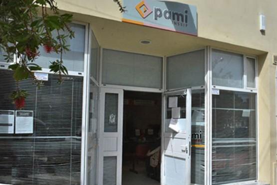 """Denuncian que """"se perdieron"""" cheques de PAMI"""