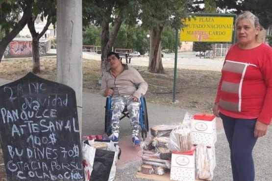 Vendió pan dulce para comprar una silla de ruedas