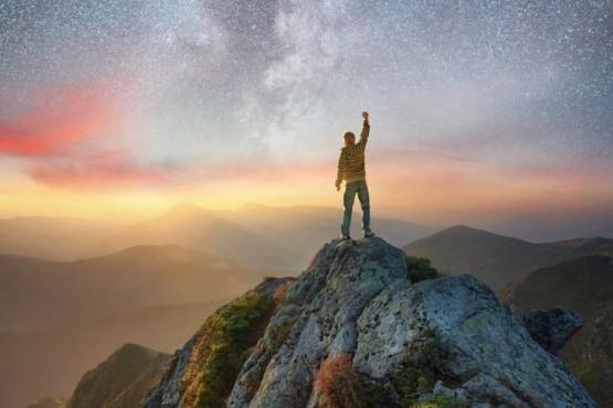 Qué es el estoicismo, la filosofía de 2000 años de antigüedad que se usa para sobrevivir al caos