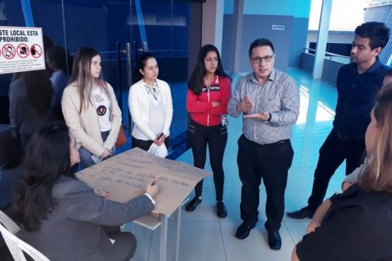Seminario sobre vinculación social en la Universidad Privada del Este