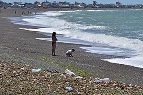 Provincia y Prefectura hacen controles en Playa para detectar barcos que arrojen langostinos