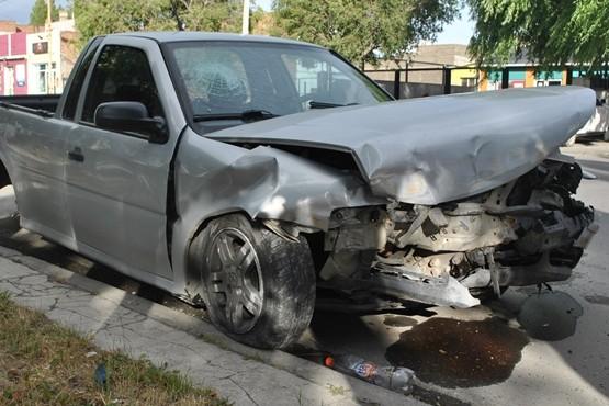 El Volkswagen Saveiro quedó secuestrado en la Comisaría Segunda. Fuerte choque en Costa Rica y Bella Vista. (J.C.C.)