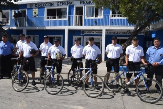 Policías del Comando patrullan zona de playas en bicicletas