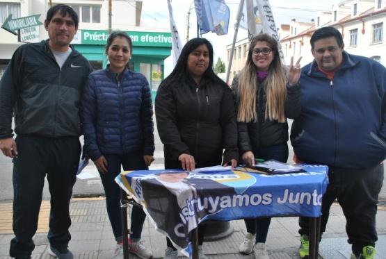 Juntaron firmas para repudiar la llegada de Macri
