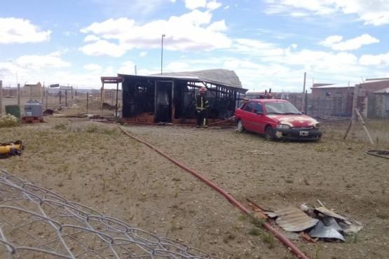 Incendio destruyó vivienda en el barrio Santa Cruz