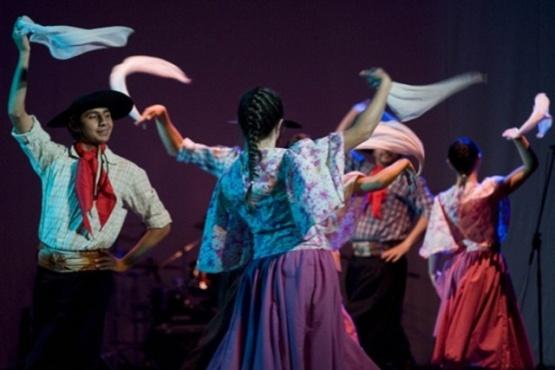 FESTEJAR brinda apoyo artístico a fiestas populares de todo el país