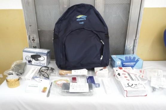 16 Mil estudiantes de enfermería recibirán mochilas técnicas para sus prácticas