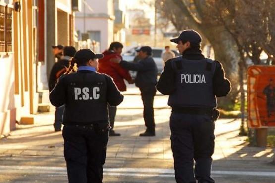 Expulsan a policía luego de abandonar la fuerza