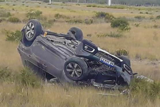 Manejaba borracho, volcó en la ruta y su mujer murió