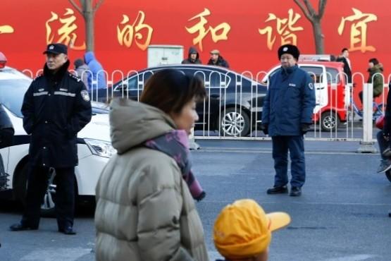 Un hombre atacó a 20 niños en una escuela primaria en Beijing: hay tres en condición crítica