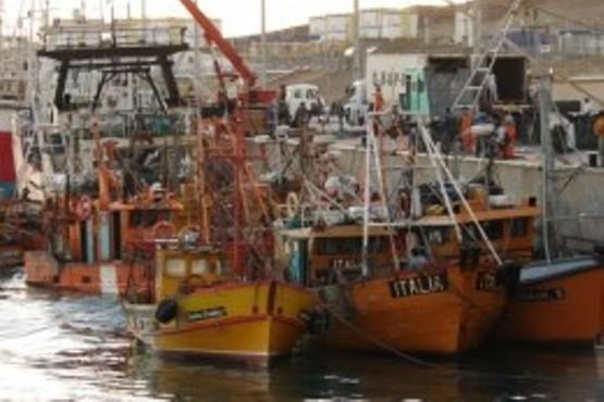 """Los barcos se hallaban amarrados en el sector """"2B"""" del Puerto Caleta Paula."""
