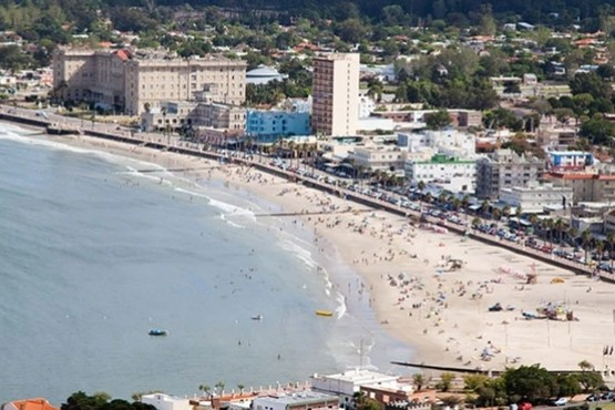 Un hombre de 50 años murió en un balneario de Uruguay por una bacteria en el mar