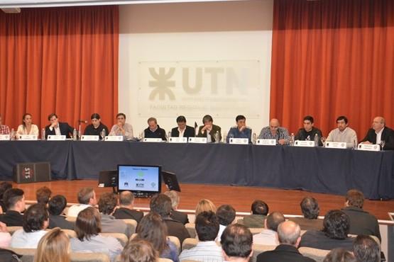 El último debate se dio en la Universidad Tecnológica Nacional.