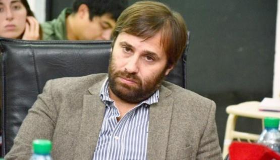 Roquel denunció que Ruiz contrató doce personas más