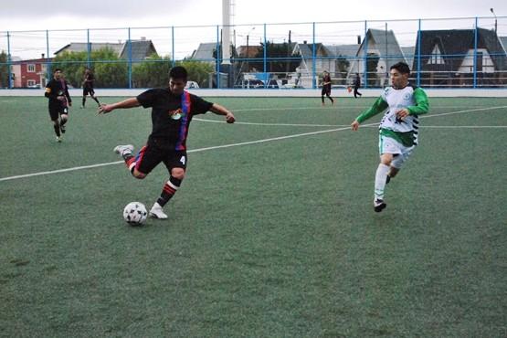San Benito y Petrel jugaron para el líder