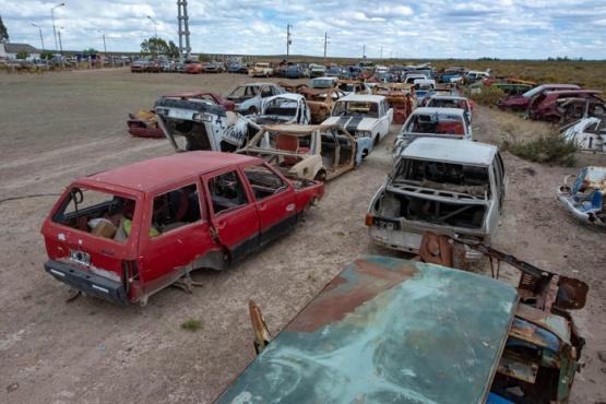 Retiran más de 90 autos abandonados