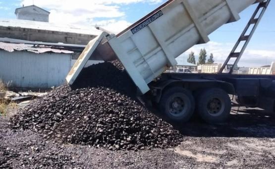 Comenzaron a acopiar carbón para el invierno