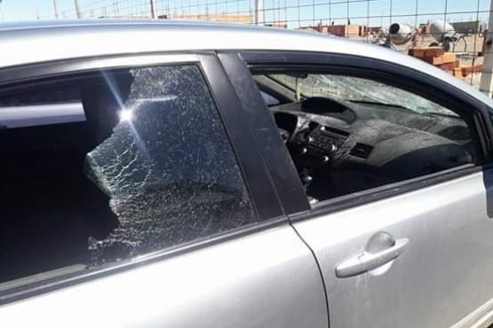 Así quedaron dos de los vehículos dañados en los incidentes.