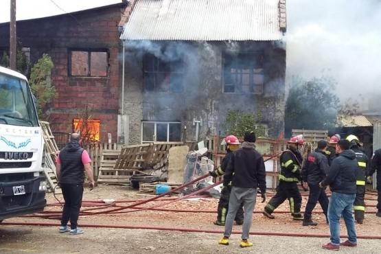 Voraz incendio en viviendas del San Benito