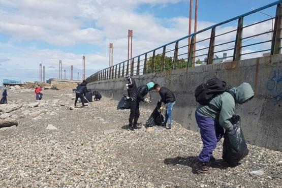 Se realizó limpieza en la costanera local