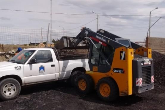 Municipio continúa con la entrega de carbón y ladrillos ecológicos