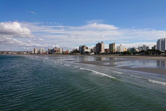 Murió un turista en la playa de Puerto Madryn