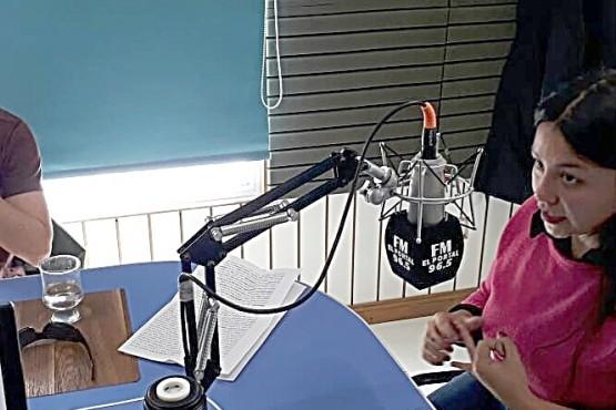 Los jóvenes denunciaron en FM El Portal lo sucedido con la policía.