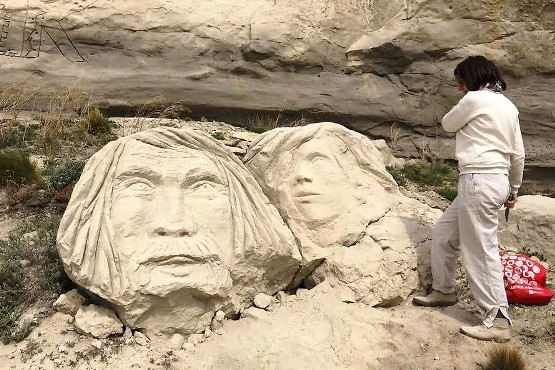 Caras de piedra