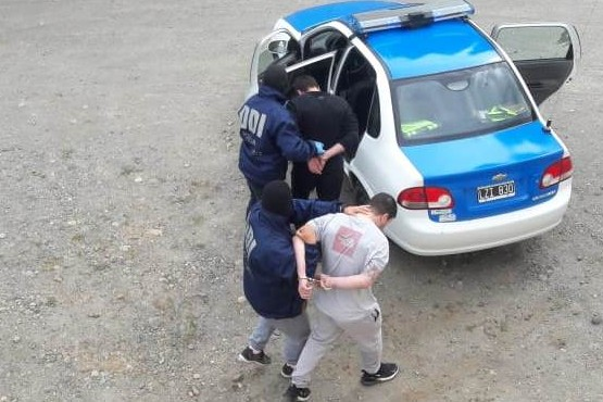 Búlgaros pagaron fianza en dólares y siguen su viaje
