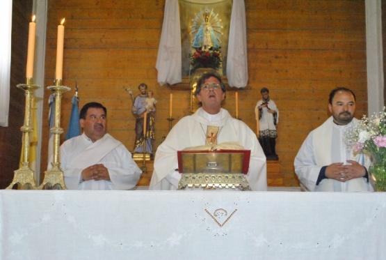 Emocionado García Cuerva realizó su primera misa