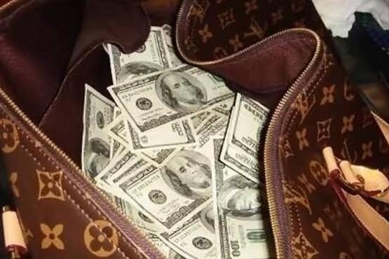 Roban dólares y euros a una mujer de Río Gallegos