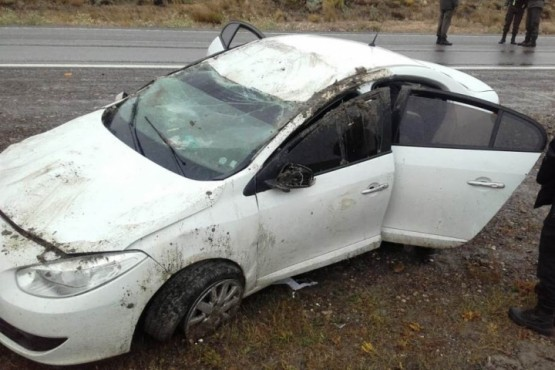Así quedó el Renault Fluence que volcó en Güer Aike.