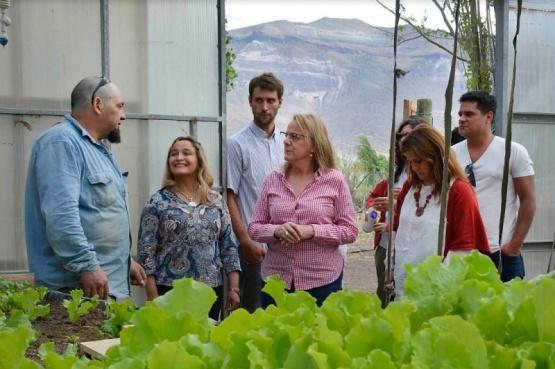 Alicia habló con los productores de la localidad.