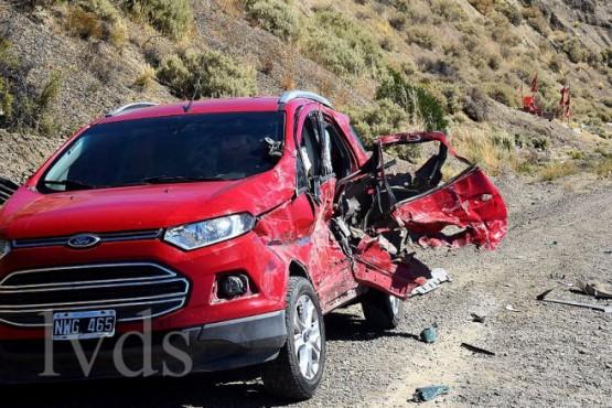 Camión chocó a una camioneta y casi se produce una tragedia